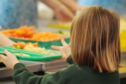 453 de preşcolari şi elevi din Caraş-Severin vor beneficia de o masă caldă pe zi